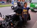 Japon : il se déguise en Batman pour redonner le sourire aux habitants