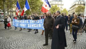 L'abbé Xavier Beauvais lors d'une manifestation contre la christianophobie