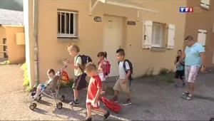 Le 13 heures du 4 septembre 2014 : Une famille sauve l'�le de Fontp�ouse en inscrivant ses 8 enfants - 62