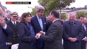 Commémorations du 8 mai : poignée de mains chaleureuse entre Hollande et Kerry
