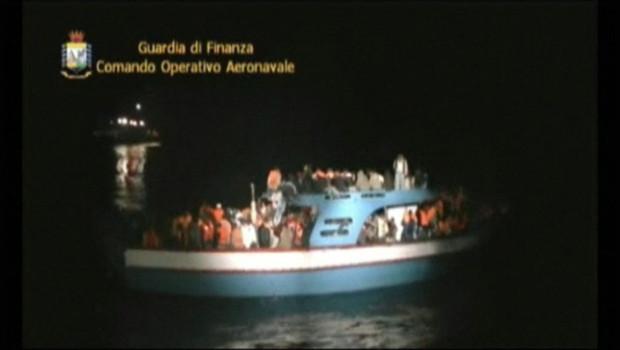 Selon une rescapée, une centaine de migrants partis de Libye seraient morts au large de k'ile italienne de Lampedusa.