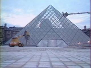 C'était un 4 mars : la pyramide du Louvre est terminée
