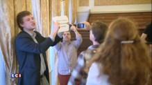 Prague : le discours de Marine Le Pen (encore) perturbé par des manifestants