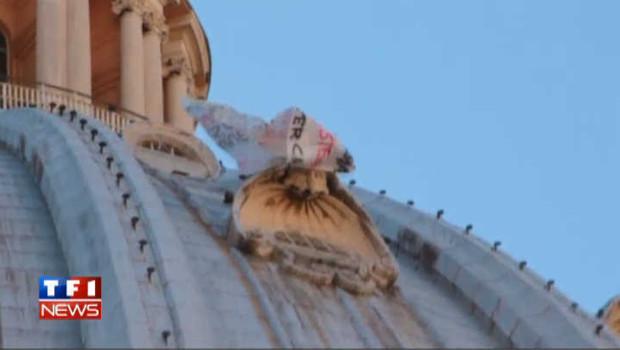 Un Italien dénonce Monti sur le dôme de la basilique St-Pierre