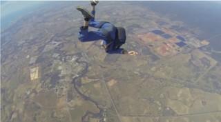 Saut en parachute : il perd connaissance en pleine chute libre