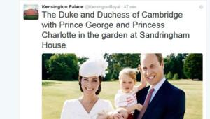 Kensington Palace publie sur Twitter la photo du prince William, de Kate Middleton, du prince George et de la princesse Charlotte lors de son baptême le 5 juillet 2015.