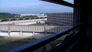 """Le 13 heures du 14 janvier 2015 : A la prison de Fresnes, les islamistes radicaux sont déjà """"mis à l%u2019écart"""" - 581.061"""
