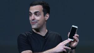 Hugo Barra, de Google, présente le Samsung Galaxy S4 Google Edition à la conférence Google I/O le 15 mai 2013