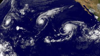 Trois ouragans touchent actuellement l'océan Pacifique : Kilo (gauche), Ignacio qui menace Hawaï (centre) et Jimena (droite)