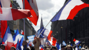 Manifestation du FN le 1er mai, près de la statue de Jeanne D'Arc à Paris, le 1er mai 2012.