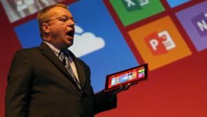 Stephen Elop, PDG de Nokia présente la première tablette Lumia 2520.