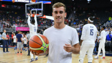 Antoine Griezmann assiste un match de la team USA de basket