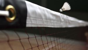 """Le speed badminton (ou speedminton) est une variante de l'initial badminton, mais celui-ci se joue sans filer et avec... un """"speeder"""" !"""