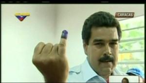 Nicolas Madure après son vote lors de la présidentielle au Venezuela, le 14 avril 2013.
