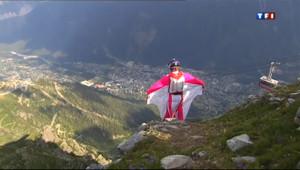 """Un saut en """"wingsuit"""" - Image d'illustration"""