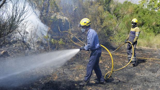 Incendie en Espagne : pompiers luttent contre le feu (23 juillet 2012)