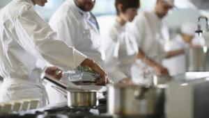 Dans les cuisines d'un restaurant (Image d'illustration)