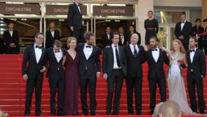 """L'équipe de """"Des hommes sans loi"""" de l'Australien John Hillcoat lors de la montée des marches à Cannes le 19 mai 2012."""