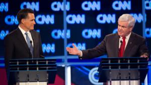 Mitt Romney (g.) et Newt Gingrich (d.), lors du débat télévisé du 19/1/12