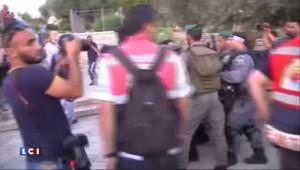 Violents affrontements à l'entrée de Jérusalem, un caméraman de TF1 blessé
