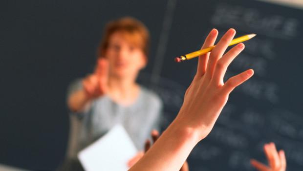 http://s.tf1.fr/mmdia/i/23/8/enseignants-profs-ecole-education-lycee-apprendre-10654238rgmhc_1713.jpg?v=3