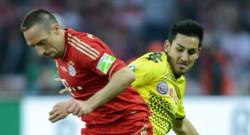 Franck Ribéry (Bayern Munich) à la lutte avec Ilkay Guendogan (Borussia Dortmund)