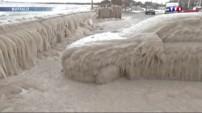 New York : en pleine vague de froid, des voitures transformées en blocs de glace
