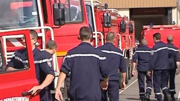 Départ des pompiers du Var dans les massifs forestiers le 1er août 2006