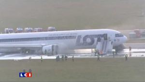 A Varsovie, un Boeing 767 atterrit sur le ventre : les images