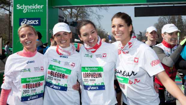 Laetitia Bleger, Sylvie Tellier, Marine Lorphelin, et Laury Thilleman Marathon au Marathon de Paris le 7 avril 2013