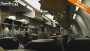 Images amateurs à l'intérieur de l'avion d'Ethiopian Airlines détourné par le copilote.
