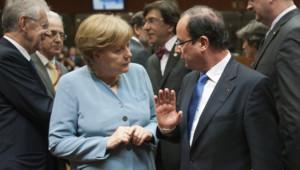 """François Hollande et Angela Merkel lors d'un sommet """"informel"""" des dirigeants de l'UE à Bruxelles, le 23 mai 2012."""