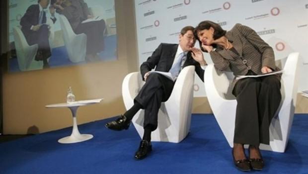 Serge Tchuruk et Patricia Russo, PDG d'Alcatel et de Lucent lors de la conférence de presse parisienne annonçant leur projet de fusion