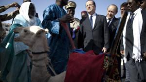 François Hollande avait reçu un chameau en cadeau lors de sa visite surprise à Tombouctou, le 2 février 2013.