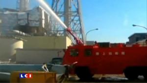 Fukushima : les pompiers d'élite à pied d'oeuvre