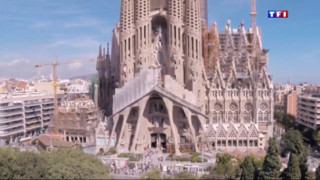 Filmée depuis un drone, la Sagrada Familia vue d'en haut