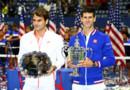 Roger Federer (g.), finaliste, et Novak Djokovic (d.), vainqueur, lors de la remise des prix à l'US Open 2015