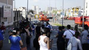Un incendie s'est déclaré le 25 avril dans un atelier et s'est propagé à un camp rom à Bobigny. 250 personnes ont été évacuées.