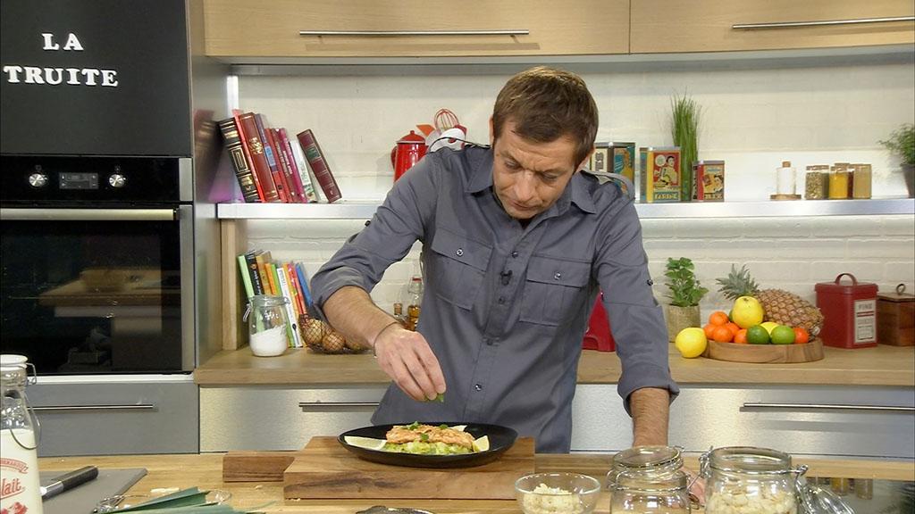 Filet de truite pan e aux amandes et fondue de poireaux petits plats en equilibre mytf1 - Mytf1 petit plat en equilibre ...