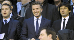 David Beckham, dans les tribunes du stade Mestalla,  Valence, aux cts de Leonardo, le 12 fvrier 2013.