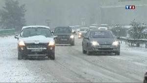 """Huit départements du nord-ouest de la France, de la Bretagne au Nord, ont été placés en vigilance orange """"neige et verglas"""" à cause d'un """"épisode neigeux remarquable."""