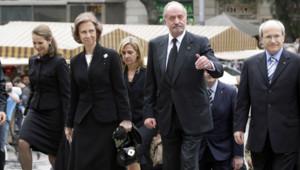 Le roi d'Espagne Juan Carlos Ier, la reine Sofia et leurs filles Cristina et Elena (22 avril 2010)