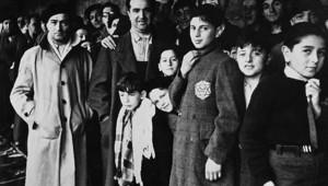 Photo de Juifs arrêtés lors de la rafle du Vel' d'Hiv en juillet 1942 et regroupés au camp de Drancy