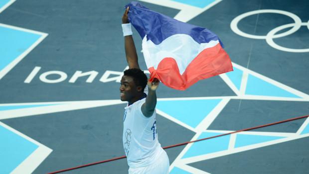 Le handballeur Luc Abalo, célébrant la victoire en finale des Jeux Olympiques de Londres, le 12 août 2012.