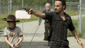 The Walking Dead Saison 3 Episode 7. Série créée par Frank Darabont en 2010. Avec : Andrew Lincoln, David Morrissey, Sarah Wayne Callies, Laurie Holden et Danai Gurira.