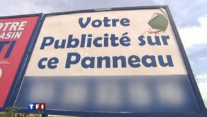 Nord : des élus dénoncent les panneaux publicitaires sur leurs routes