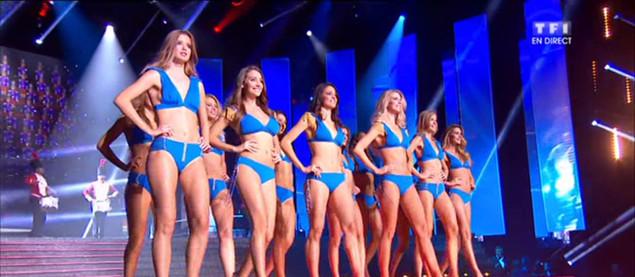 12 Miss demi-finalistes défilent en bikini