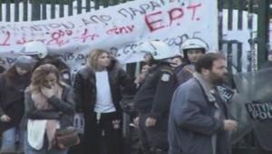 Les journalistes de la télévision publique grecque évacués par la police