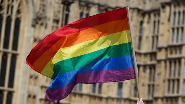 "Un drapeau arc-en-ciel ""gay friendly""."
