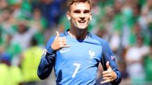 Antoine Griezmann célèbre son deuxième but contre l'Irlande en huitièmes de finale de l'Euro 2016